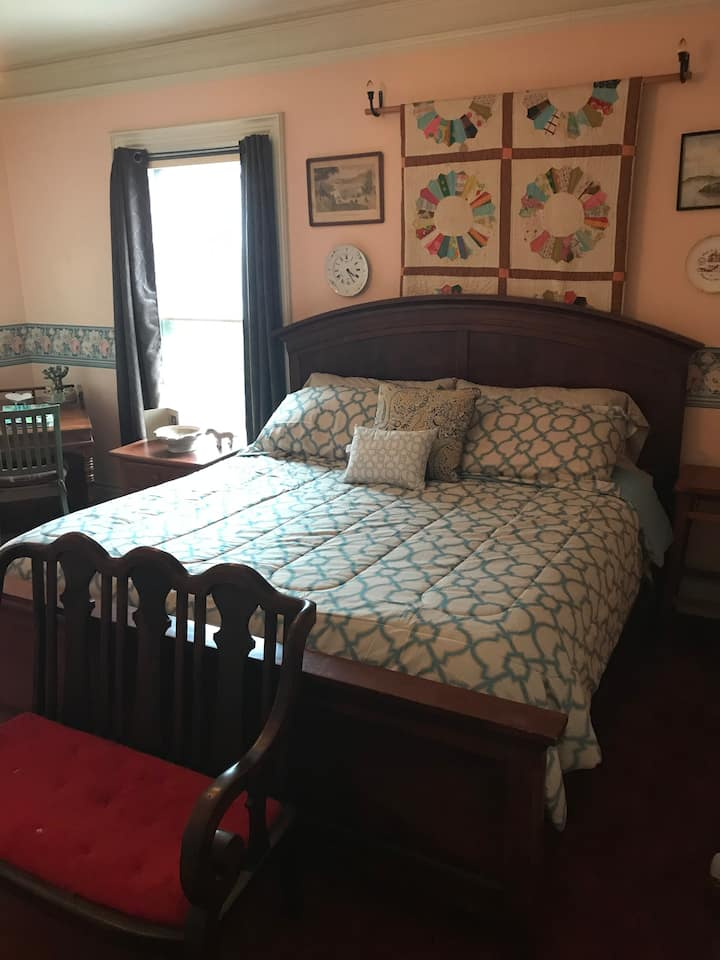 Thomas Pitcher House, Room 3, King Bed/Trundle Bed