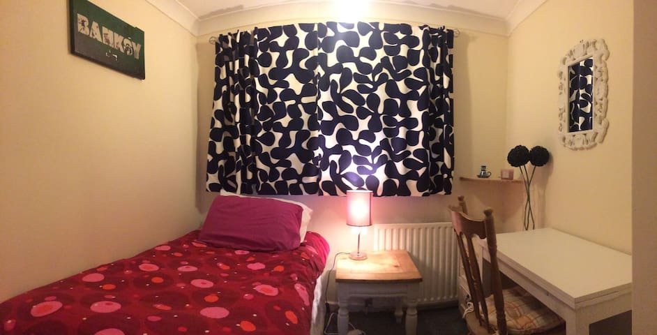 Comfy Single Room in Newmarket