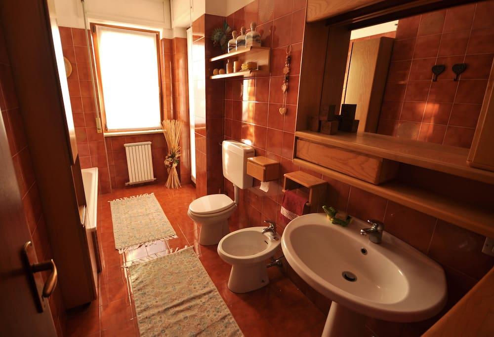 Stanza con bagno privato adiacente appartamenti in affitto a borgomanero piemonte italia - Stanza con bagno privato roma ...