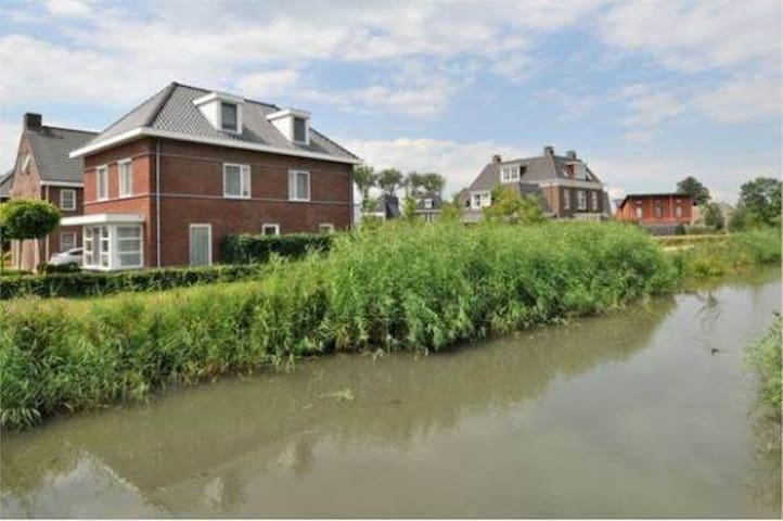 Studio & private bathroom in green area, Utrecht