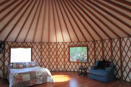 Peaceful Yurt on Beautiful Land - Laytonville - Khemah Yurt