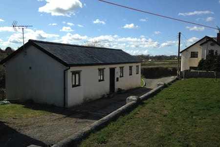 Converted shippen (former cowshed) on 33 acre farm - Black Torrington