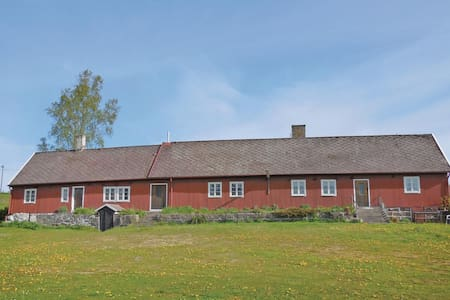 Former farm house with 3 bedrooms on 144m² in Brösarp