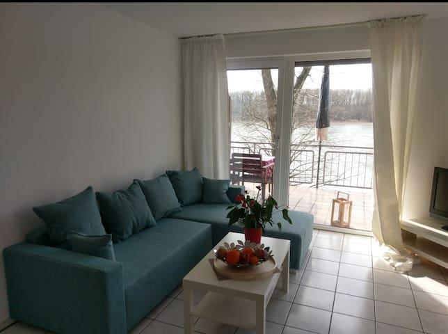 Apartment direkte Rheinlage Köln (Messe/Flughafen)