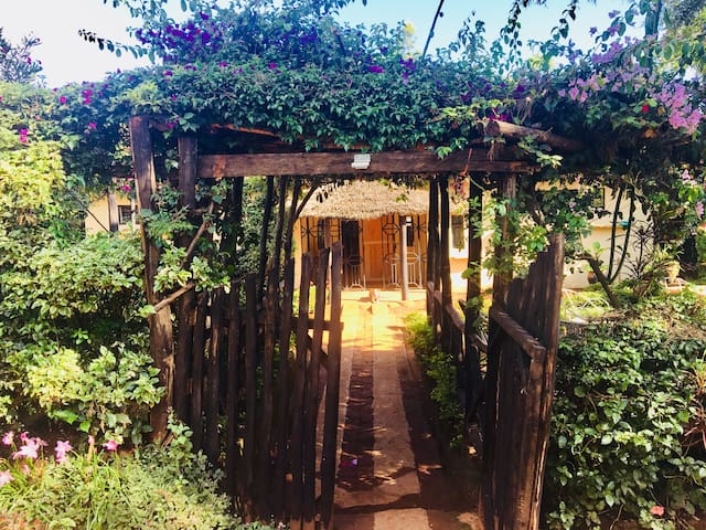 Traditional Kenyan Homestead - not for profit - 4