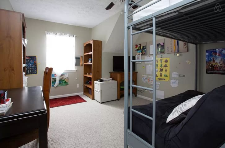 110: Island room w/ Bunk bed