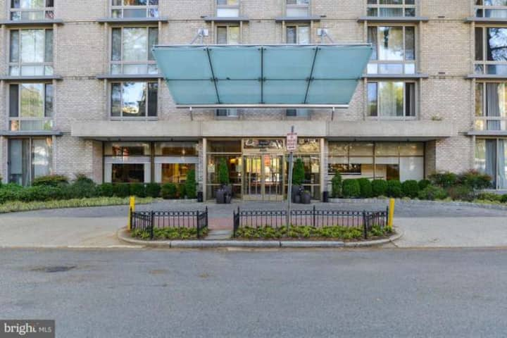 Fully renovated one bed room apart at the Claridge