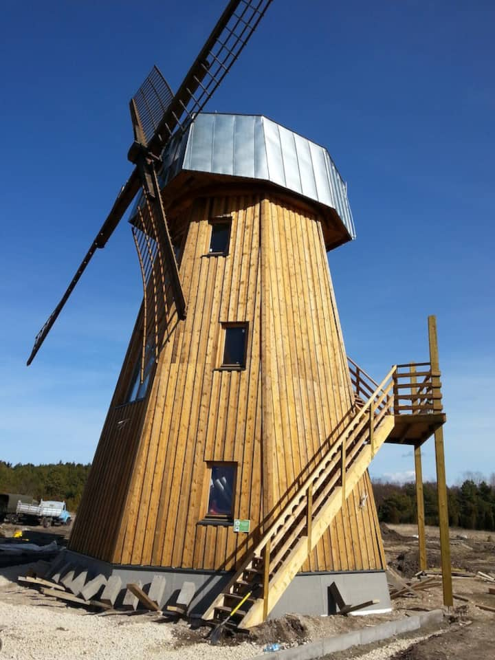 Windmill 2. Floor Suit