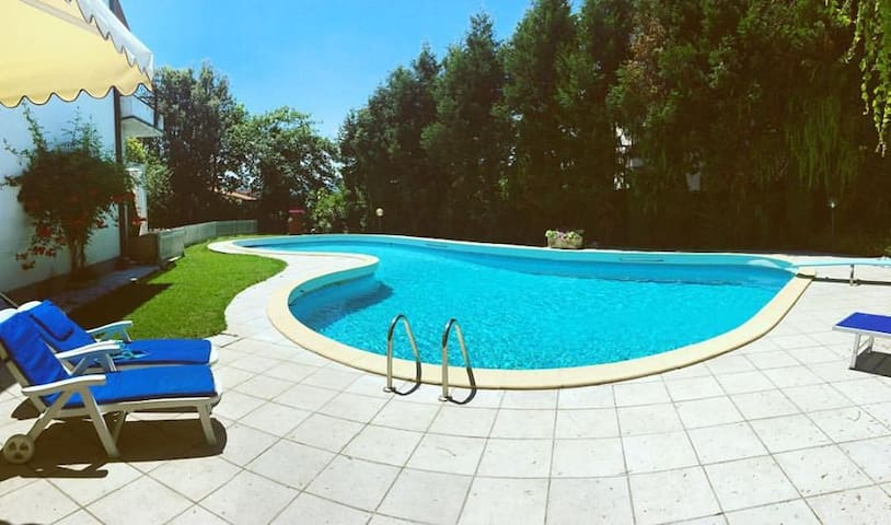 Villa Del Bernini, Real Tuscany