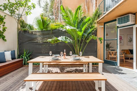St Kilda Beachfront Apartment with a Large Private Courtyard