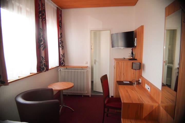 Hotel am Bad, (Tübingen), Einzelzimmer mit Dusche und WC