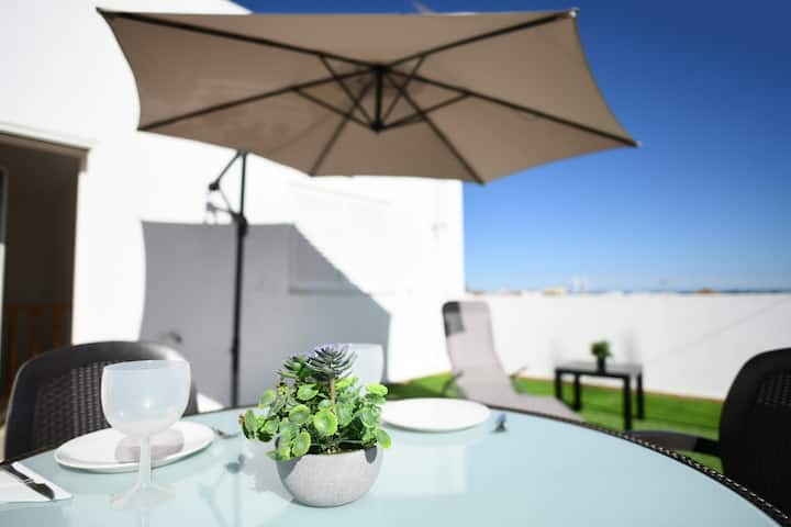 Duplex house with private rooftop in Altura