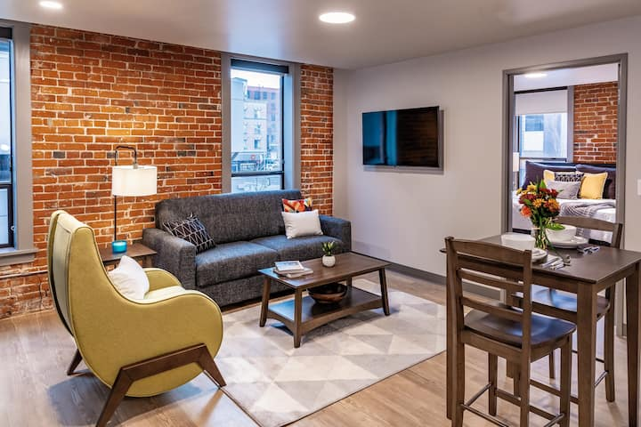 Ideal 1 Bed ADA Accessible Travel Apartment in the Heart of Spokane