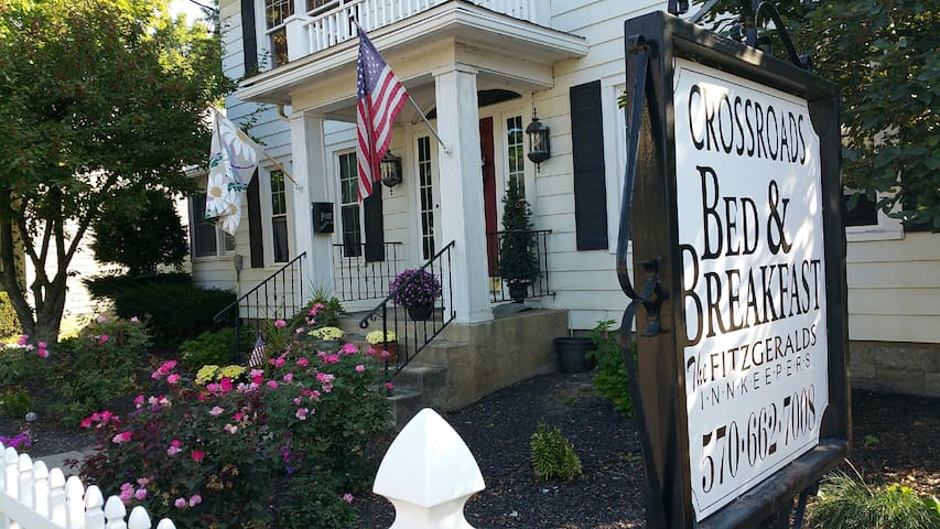 Crossroads Bed & Breakfast - The East Room