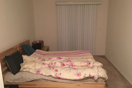 Single bedroom with shared bathroom - Union City - Apartment