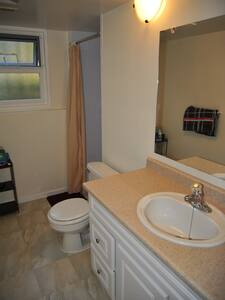 One-bed room, shared bathroom / kitchen - Victoria