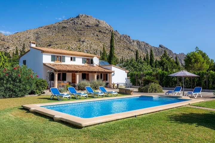 Villa Joanaina with Mountain View, Wi-Fi, Garden, Pool & Terraces; Parking Available