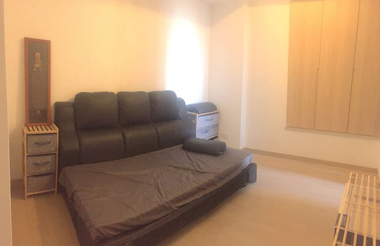 Single bed, mins to Airport, Disney, Buddha - Hong Kong - Appartamento