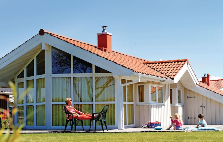 Holiday cottage with 3 bedrooms on 83m² in Friedrichskoog