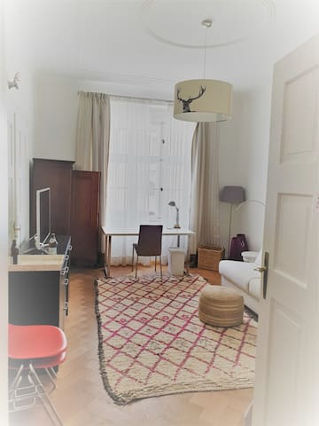 your room with working desk
