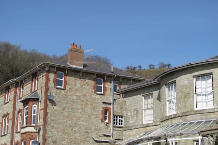 Spacious, with sea views, Ventnor, Isle of Wight - Ventnor - Apartmen