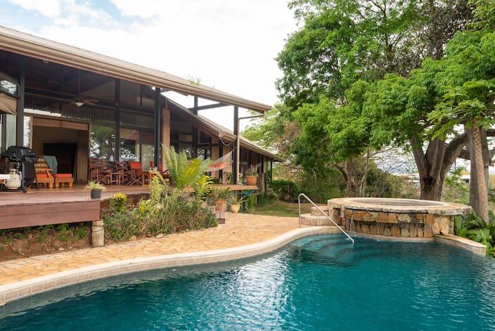 Villa Las Clementinas: luxe canyon