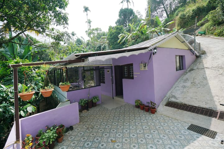 OYO Well-Furnished 1BHK Stay in Munnar - Best Offer!