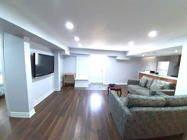 2 Bedroom Suite With Full Kitchen