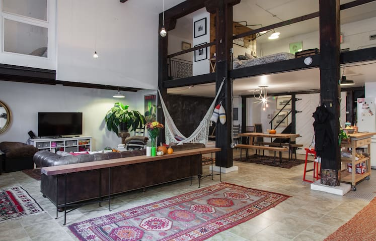 Get a Beautiful Large Loft Experience in the Burg - Brooklyn - Loft