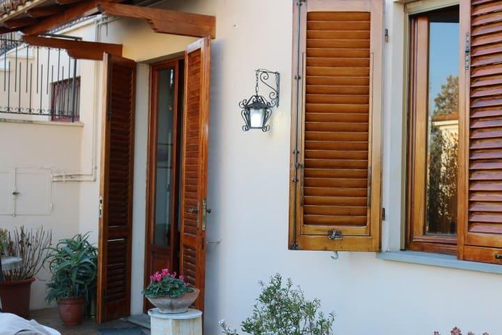 Casa Lisi - vicino ingresso alle Terme