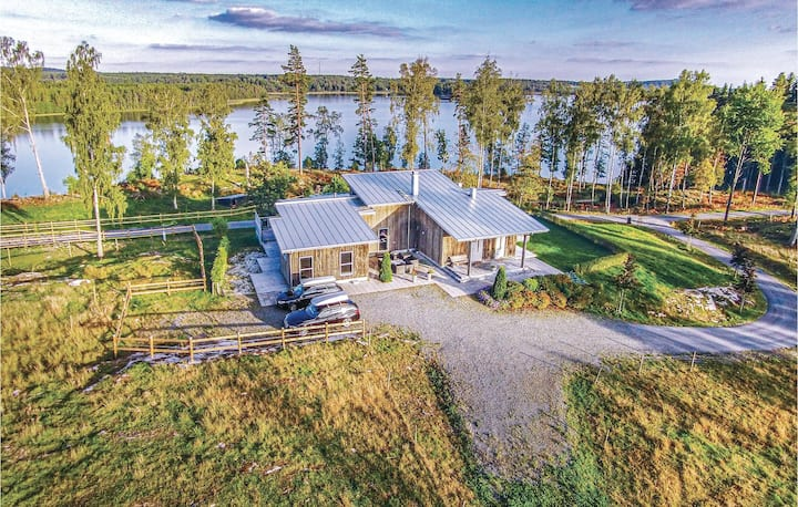Stunning home in Skillingaryd with Sauna and 4 Bedrooms