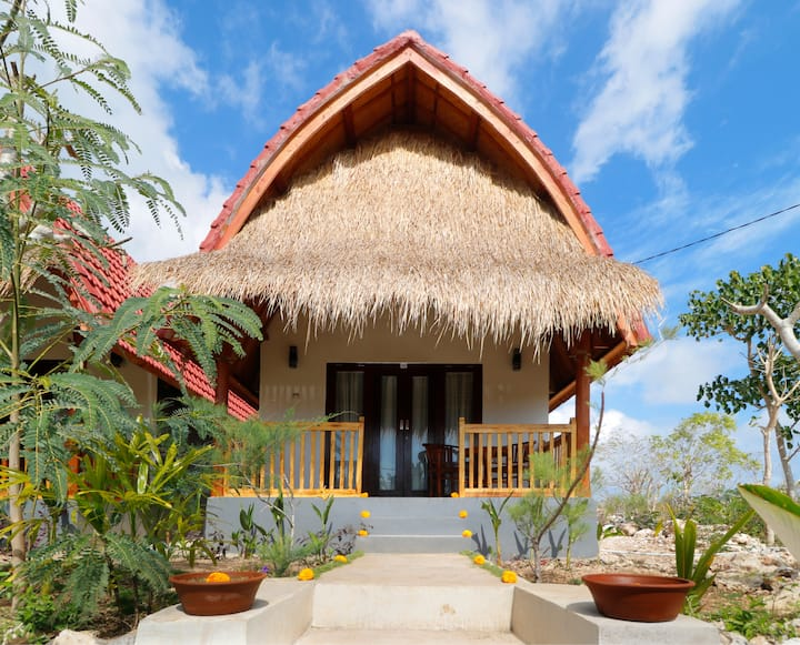 Bungalow Near Temeling Beach in Nusa Penida 1