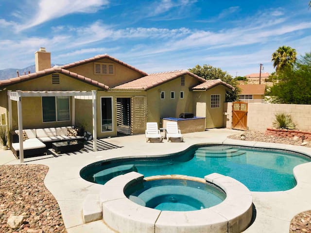 ★ Desert Luxury Oasis ★ Pool | Spa | Ace Location!