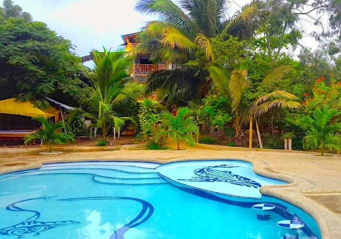 Puerto Lopez Apartment Suite with pool and garden
