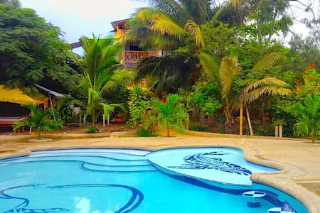 Puerto Lopez Apartment Suite with pool and garden - Puerto López