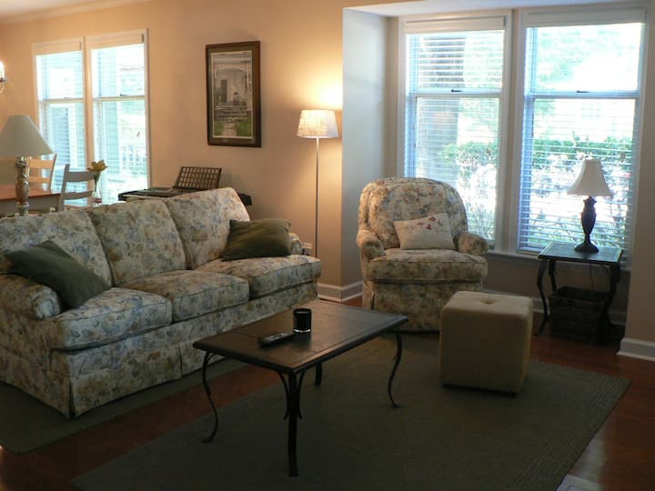 Comfortable private condo near downtown & NCSU