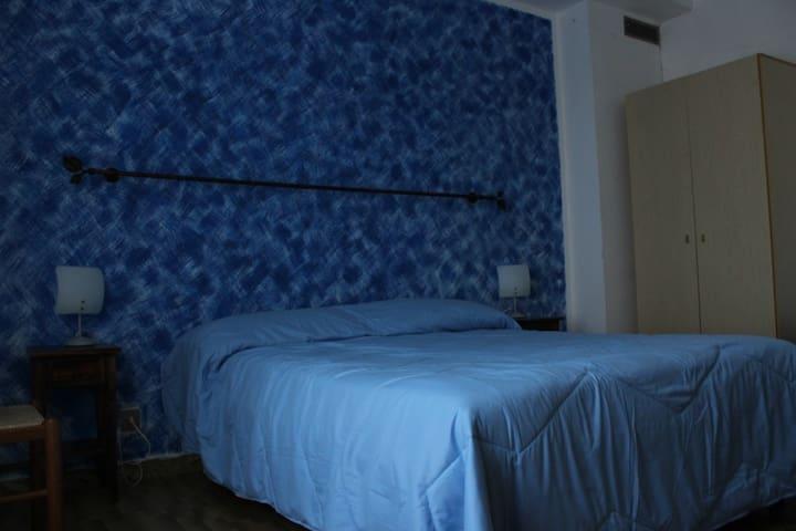 B&B Le Rocche in Val d'Orcia - Camera Azzurra 1 - Castiglione d'Orcia - Bed & Breakfast