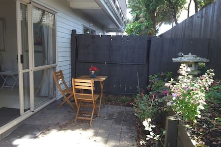 Townhouse in  quiet setting close to amenities