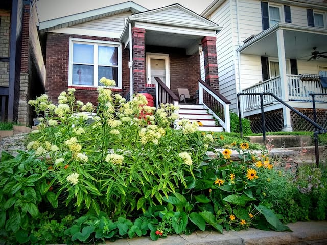 Historic Dogtown Home, Walk to Forest Park!