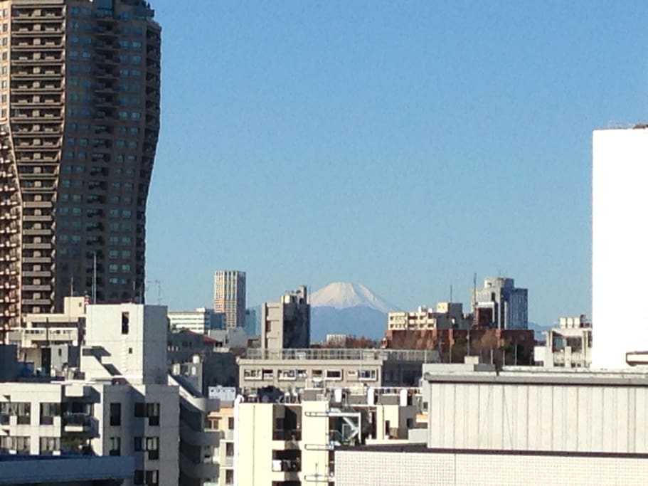 If in case you are lucky, you can see the Mount Fuji from the room. 天候に恵まれれば部屋から富士山が望めます。 ---------------------------- Probability of monthly ---------------------------- Jan    60.0% Feb    44.6% Mar    31.0% Apr    14.7% May    9.4% Jun    3.3% Jul    6.1% Aug    4.2% Sep    7.7% Oct    15.2% Nov    35.0% Dec    55.2%
