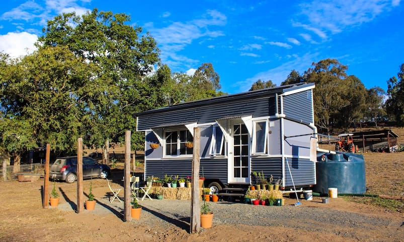 Tabitha the Tiny House in all her glory!