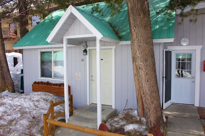 Studio located 500` from June Lake. Just 2 blocks from the village too!