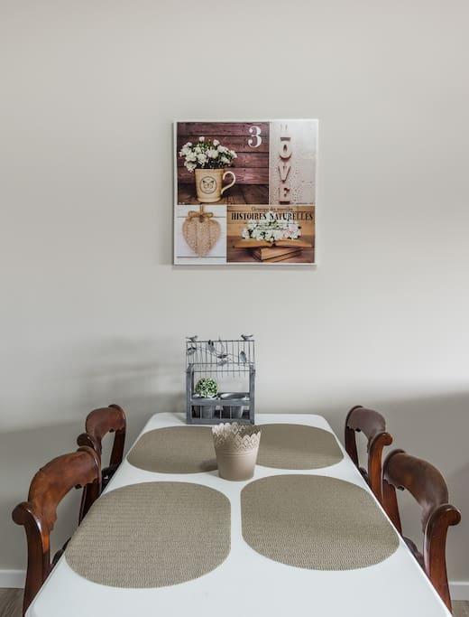 Mesa de refeicoes