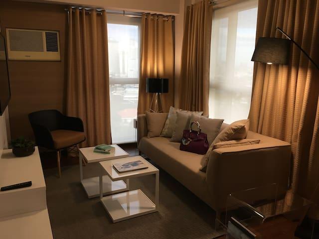 Spacious 1BR, Metro Manila -pool, gym