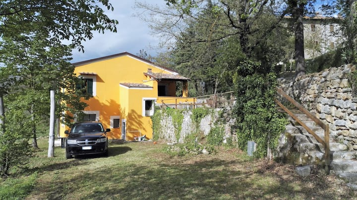 Small independent house in Umbria  countryside