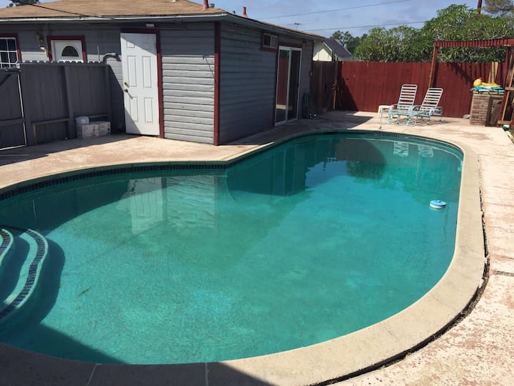 Private suite, kitchen, pool, patio