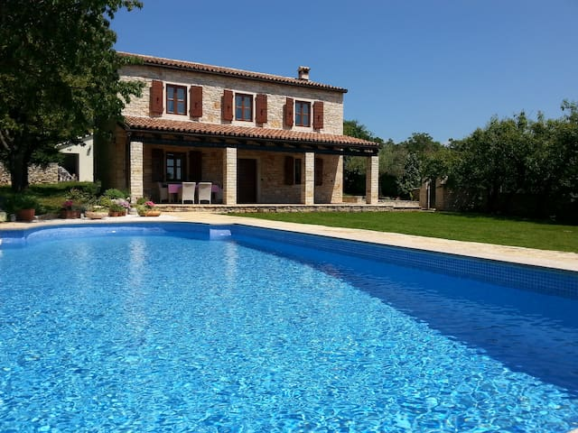 Stone villa with pool in Istria - Sveti Lovreč - Vila
