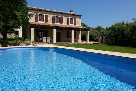 Stone villa with pool in Istria - Sveti Lovreč - Huvila