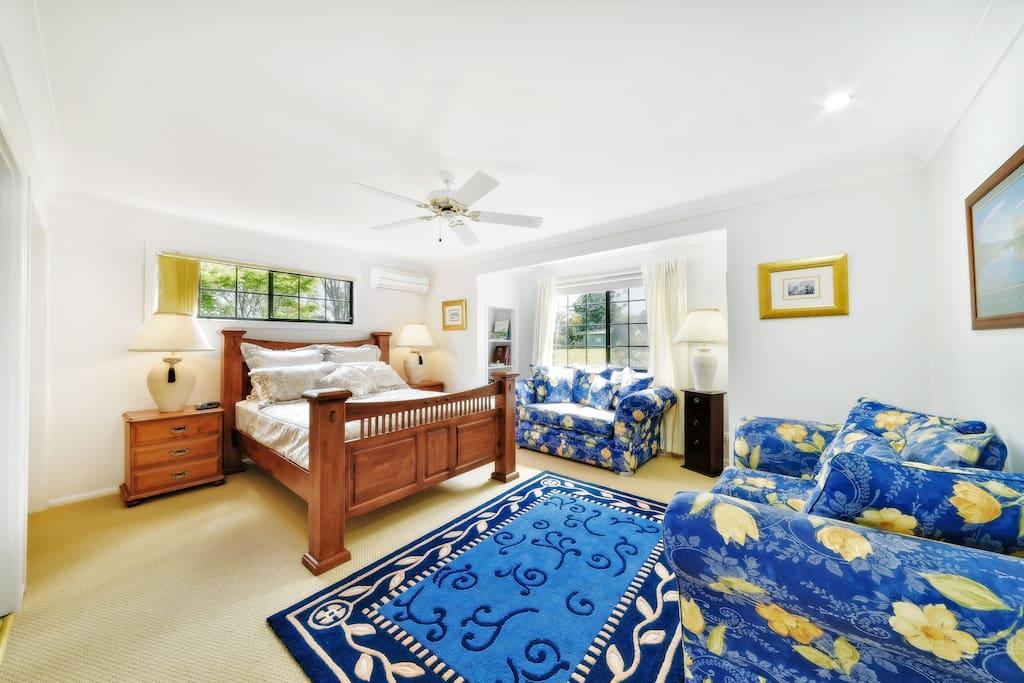 Robinson Queen Bed Room