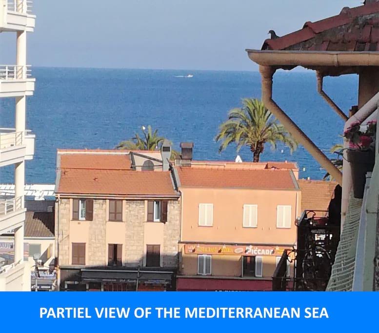 Vue de la terrasse / View from the balcony